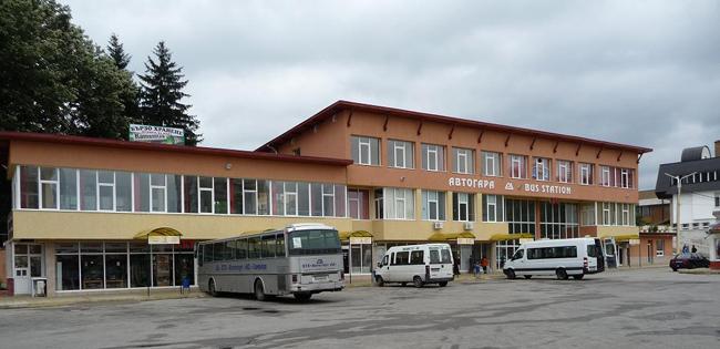 За броени часове служители на РУП-Самоков задържаха извършителките на грабеж. Около 12 ч. на 1 юли в района на автогарата три жени нападнали 28-годишна жена и използвайки сила, отнели от […]