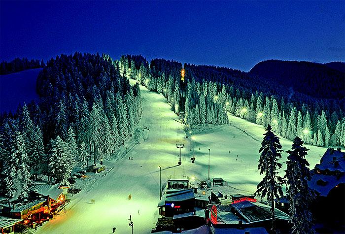 """Според известния британски вестник """"Телеграф"""" Боровец оглавява класацията сред европейските курорти с най-много барове на квадратен километър. От ски оператора """"Кристъл"""" решили да разберат кой ски курорт на Стария континент […]"""