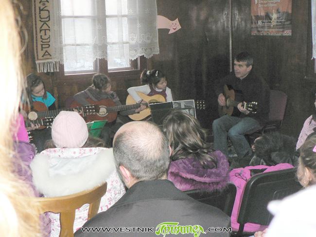 """Преди доста години вече китарен ансамбъл """"Акустика"""" за пръв път в Самоков организира концерт по случай празника на влюбените. И тази година по традиция китаристите посрещнаха деня – 14 февруари, […]"""