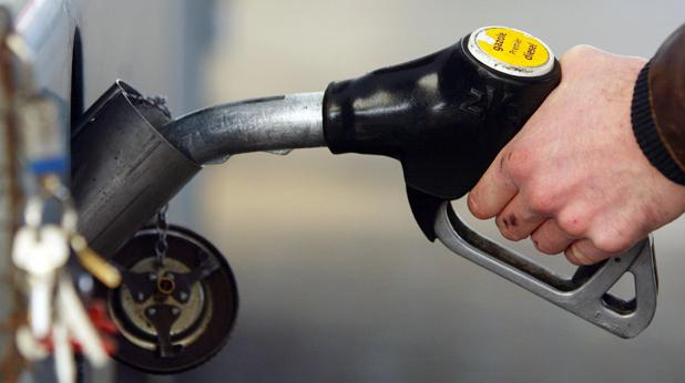 Нови рекордни цени на горивата белязаха последните дни. Литър бензин от най-масовия А-95 се търгуваше по 2,57 лв. на бензиностанциите. Дизеловото гориво пък достигна респектиращата граница от 2.70 лв. за […]
