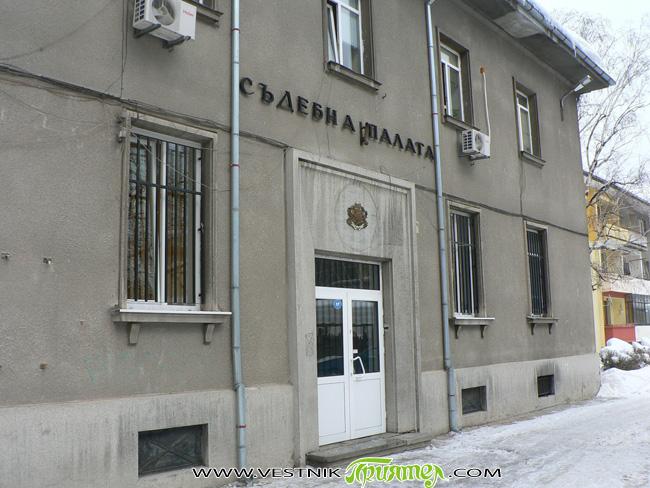 Общо 212 души са осъдени от Самоковския районен съд през миналата година, сочи отчет за работата на съда през 2011-а. 99 от осъдените са били лишени от свобода до 3 […]