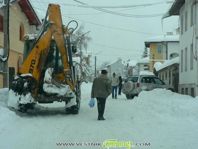 Изкарахме тежка зима с незапомнен сняг от поне 20 години. Снегът създаде много работа на тези, които трябваше да почистят улиците, за да има нормално движение и за пешеходци, и […]