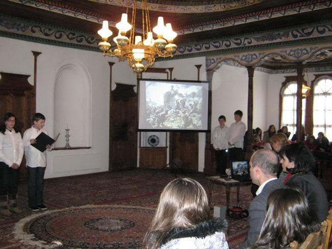 """В Сарафската къща на 2 март се състоя тържество на ученици от ОУ """"Св. св. Кирил и Методий"""", посветено на националния празник. В програмата участваха младежко театрално студио с ръководител […]"""