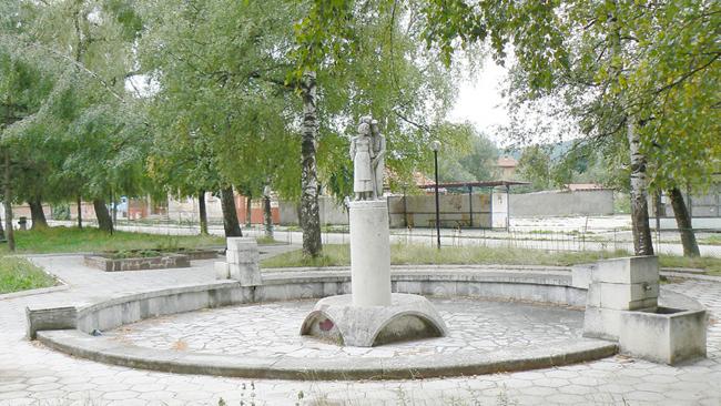 Георги Захов Двете села се намират в източната част на Плана, в китна долина, дълга няколко километра. През нея тече р. Вуин дол, наричана още Околска река. Селата са отдалечени […]