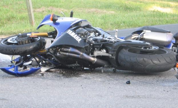 """Вечерта на 4 юни на бул. """"Искър"""" тежко бе контузен мотоциклетист. 29-годишният мъж – жител на Доспей, бе настанен в """"Пирогов"""" с опасност за живота. Лек автомобил """"Форд Ескорт"""", движещ […]"""