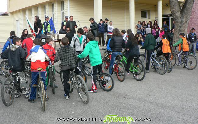 """Стартира кампания """"Безопасност и на две колела!"""". Целта е да се ограничат предпоставките за тежки катастрофи през активния мотоциклетен сезон – от март до октомври. Статистиката през последните години сочи, […]"""