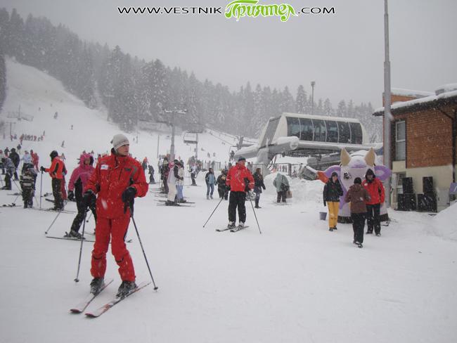 """С вълнуващ слалом на пистата пред хотел """"Рила"""" в Боворец приключи 4-дневното ски училище на учениците от СОУ """"Неофит Рилски"""" в Долна баня. Заедно със ски-учителите си – Йордан Калоянов, […]"""