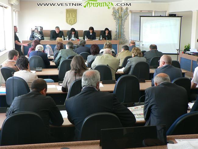 """Учредителната сесия на Общинския съвет ще се състои в понеделник, на 9 ноември, от 11 ч. в читалище-паметник """"Отец Паисий"""". На заседанието новоизбраните общински съветници, кметът на общината и кметовете […]"""