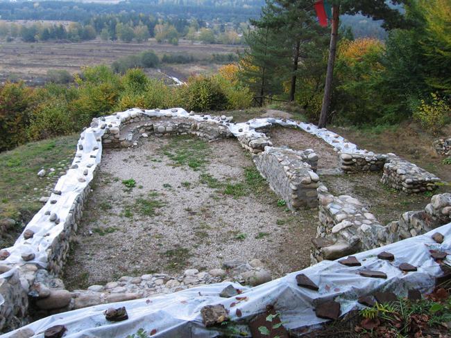 Неприятно изненадани бяхме, когато с гости наскоро посетихме археологическите разкопки под вр. Цар Иван Шишман – на т. нар. Шишманово кале. Там няколко години поред се правиха проучвания,откриха се много […]
