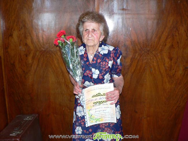 """Иванка Анева от Шишмановската група към читалище """"Младост"""" навърши 85 години на 17 юни. Юбилеят бе отбелязан тържествено в читалището броени дни по-късно – на 21 юни. Юбилярката получи почетна […]"""