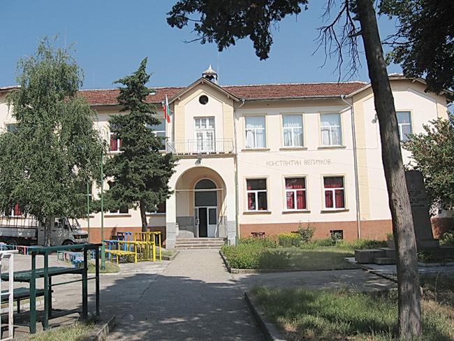От години пиша за обичаите и празниците в Самоковския район, за Радуил и другите села от общината. Но досега съм писала съвсем малко за моето родно село Паталеница, Пазарджишко. То […]