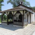 Църквата в Долна баня празнува