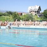 90 деца се учат да плуват