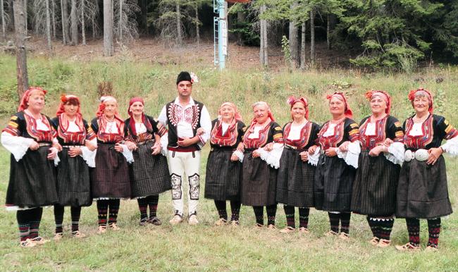 """С отличия се завърнаха в града ни групите, които участваха във Втория фолклорен фестивал """"Сапарева баня – Нестия 2012"""", състоял се от 17 до 19 август в гр. Сапарева баня. […]"""
