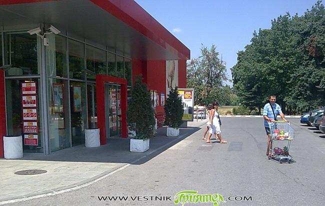 """Сигнал за поставена бомба в хипермаркет """"Билла"""" вдигнал в неделя следобед, на 29 юли, по тревога всички налични сили на Районното управление на полицията в града ни. Районът бил отцепен, […]"""