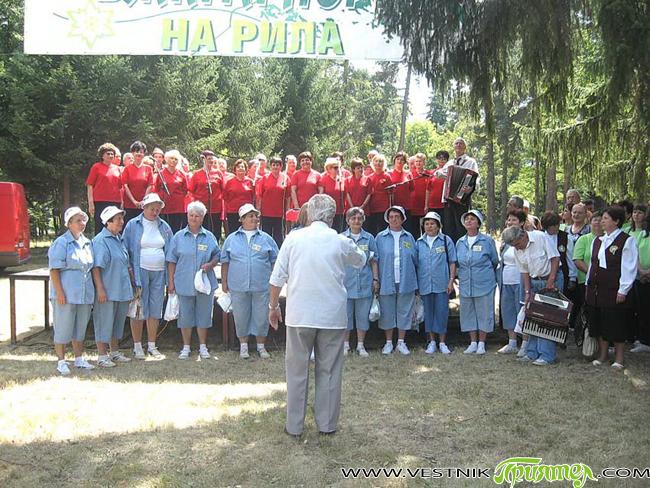 """В туристическата градина на 18 август се състоя Десетият традиционен фестивал на туристическата песен """"Самоков – бялата порта на Рила"""". За домакини и гости пяха общо десет състава – """"Еделвайс"""" […]"""