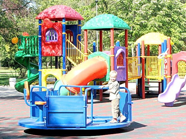 Лято е и майка и бащи, баби и дядовци са често навън, по детските площадки. Децата си искат своето – да поиграят на воля, да се полюлеят, да се покатерят… […]