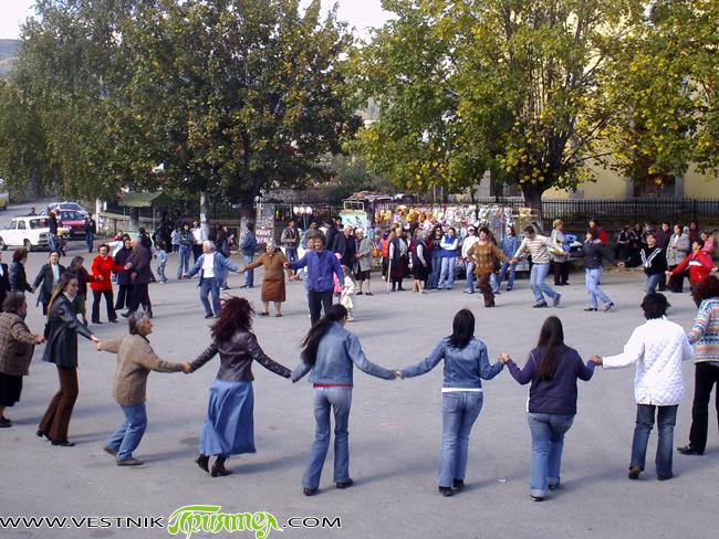 Танцов състав и певици от Казичене взеха участие в традиционния събор в Ярлово по случай Петковден – 14 октомври. Гостите бяха организирани от Сашко Кьосев, който е с ярловско потекло. […]