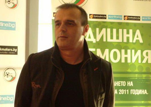 Новият шеф на футболните съдии самоковецът Никола Джугански показа още с встъпването си в длъжност, че няма да търпи своеволия. Дни преди началото на футболния шампионат по негова препоръка от […]