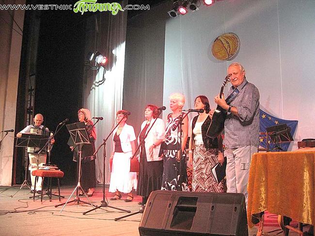 """Доста време дамите от """"Септима"""" със своя ръководител Михаил Янков готвеха концерта, който изнесоха на 29 април, в навечерието на Великденските празници, в камерната зала на читалище-паметник """"Отец Паисий"""". Със […]"""