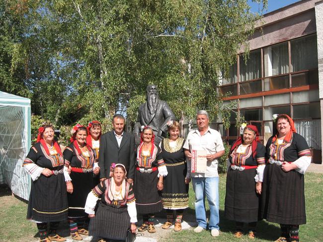 Шишковци е познато на повечето хора като селото на Владимир Димитров-Майстора. И сега в музея в това кюстендилско селище, под портрета на големия художник, могат да се прочетат неговите думи: […]