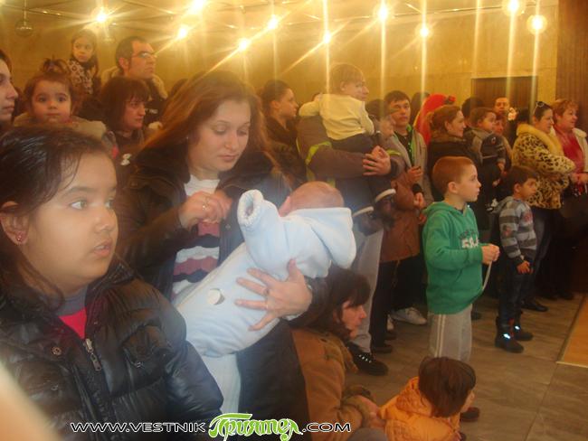 Денят на родилната помощ ще бъде честван днес, петък, 20 януари, от 16.30 ч. в Ритуалната зала. Всяко родено през миналата година дете ще получи плакет със символите на Самоков. […]