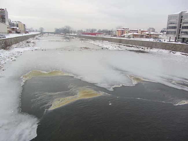 """Мътно бяла вода е текла в Бистрица преди вливането й в Искъра на 21 май. Сигналът на тел. 112 е предизвикал проверка от специалисти в общинските служби """"Гражданска защита"""" и […]"""