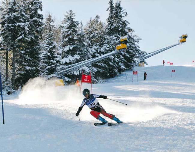 """Състезателката на """"Рилски скиор"""" Ева Вукадинова се класира втора и заслужи сребърния медал при момичетата, родени през 2000-2001 г., на Четвъртата традиционна алпийска надпревара за купа """"Петър Попангелов"""", състояла се […]"""