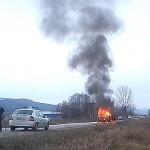 Лека кола се запали на дупнишкия път