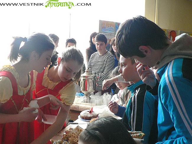 """От сряда, 13 март, започнаха тържествените прояви в чест на патронния празник на ОУ """"Митрополит Авксентий Велешки"""". Открита бе 12-ата кулинарна изложба """"Руска кухня"""". Третокласници с помощта на родителите си […]"""