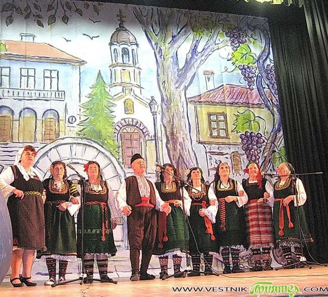"""Този """"убав"""" наниз събра в Костинброд не само шопи, а и тракийци, родопчани, македонци, добруджанци, та и сърби, за да се потопим в извора на фолклора. Сред всички тях бяхме […]"""