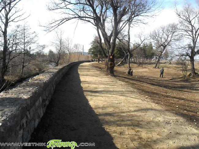 През последните години се взеха мерки за възраждането на Туристическата градина и на Лаго. Оформиха се хубави алеи и зелени площи, засадиха се дръвчета, изчистиха се боклуци и шубраци, което […]