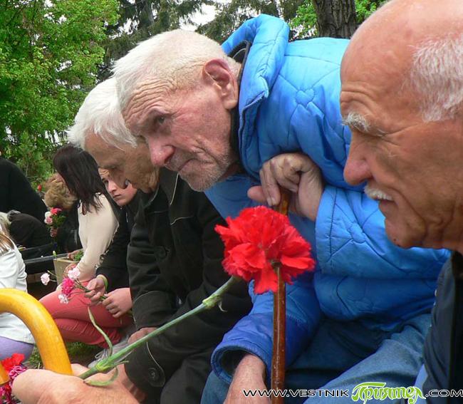 Самоковци отбелязаха тържествено 9 май – Ден на победата над фашизма и Ден на Европа. В 12 ч. в четвъртък пред паметната стела на Военния клуб /ДНА/ се събраха ветерани […]