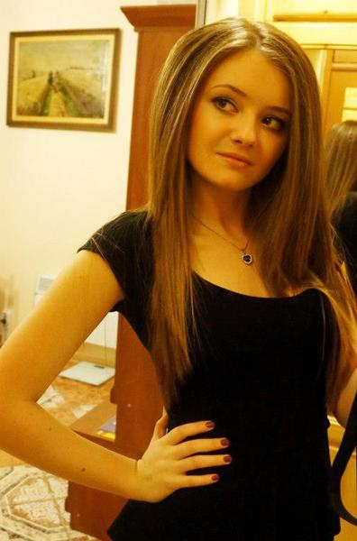 """Около абитуриентските балове разговаряхме с няколко зрелостници от самоковските средни училища. Глория Николова е родена 31 август 1994 г. Завършва Професионалната гимназия по туризъм, специалност """"Организация на туризма и свободното […]"""