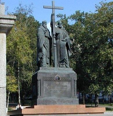 Освен у нас 24 май е официален празник и в Русия, Чехия, Словакия и Република Македония. Чества се и в Беларус, Сърбия, Черна гора и др. За пръв път Денят […]