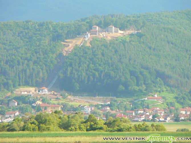 Възстановената крепост Цари мали град на хълма Св. Спас над Белчин се нарежда на 7-о място във временното класиране на конкурса за най-емблематичните сгради на България. Както е известно, на […]