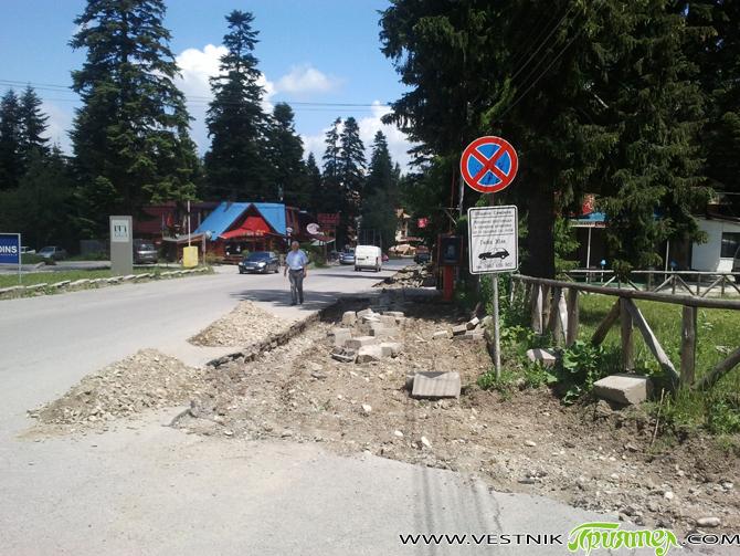 """В Боровец започна оформянето на две нови алеи – пешеходна и велосипедна. Те ще започват от хотел """"Самоков"""" и покрай хотелите """"Мура"""" и """"Айсберг"""" ще стигат до """"Песако"""" – стария […]"""