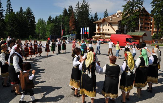 """Седмица на изкуствата ще се състои от 15 до 22 май в Боровец. Сдружение """"Рила – 2011"""" организира фестивали и конкурси на хоровото, танцовото и изобразителното изкуство. Изявата в навечерието […]"""