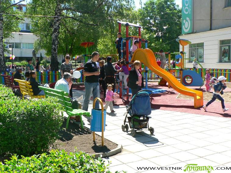 На самия 1 юни в центъра – северно от сградата на Банка ДСК, тържествено бе открита нова красива детска площадка, отговаряща на всички съвременни изисквания за безопасност. Кметът Владимир Георгиев […]