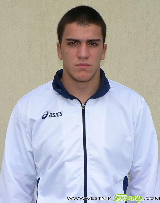 """Самоковецът Евгени Генчев се размина с възможността да се качи на стълбичката на победителите на световното първенство по борба за юноши в хърватската столица Загреб. Представителят на """"Рилски спортист"""" започна […]"""