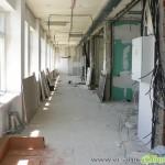 Кметът провери как се ремонтира болницата