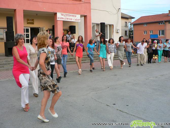Традиционният събор в Широки дол навръх Илинден, 20 юли, привлече хиляди жители и гости на селото. В приятния съботен ден имаше вкусен курбан, а танцьорите с часове играха на площада […]