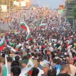 Разделителната линия не минава между протестиращите и непротестиращите