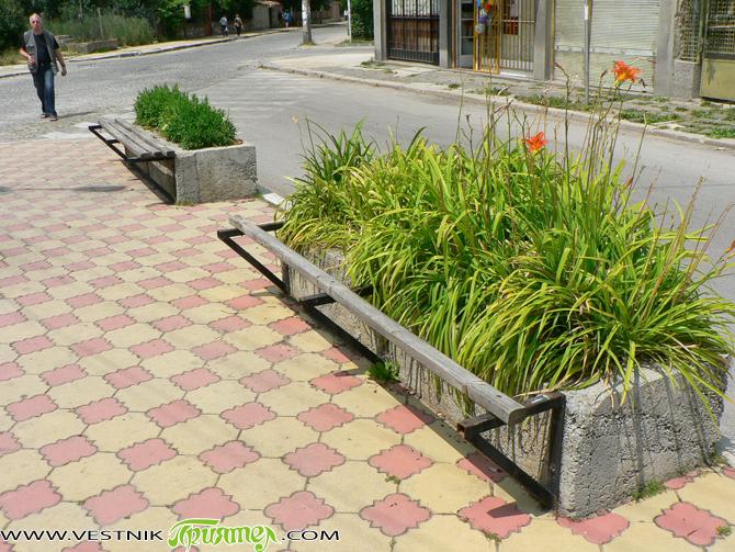Преди няколко години в района на Чорбаджийската фурна бе съграден чудесен кът за отдих. Поставени бяха хубави дървени пейки, положени бяха хубави цветни плочки, чудни цветенца излизаха от бетонните саксии, […]