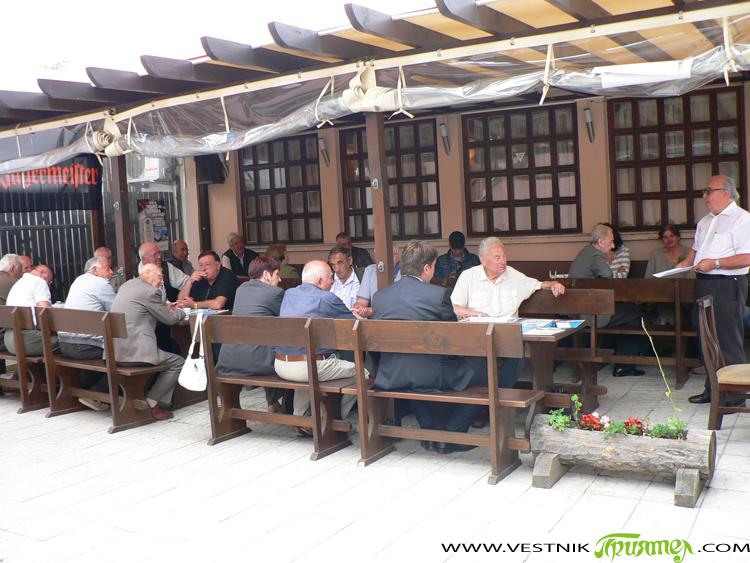 """Строителите-ветерани от Самоков вече имат свой клуб. Новото регионално звено бе създадено на 5 юли в """"Тихия кът"""" в присъствието на около 30 строителни инженери, специалисти, архитекти, ръководители, инвеститори, майстори, […]"""
