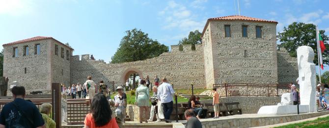 """Тържествата по случай откриването на възстановената древна крепост """"Цари мали град"""" на хълма Св. Спас над Белчин продължиха със запомнящи се прояви на 20 и 21 юли – събота и […]"""