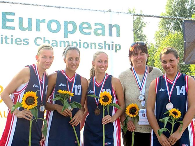 Трима самоковци участваха в първото европейско първенство по стрийтбол за студенти, състояло се в Ротердам, Холандия. При жените Вероника Джикова и Марина Гелова защитаваха цветовете на УНСС, а при мъжете […]