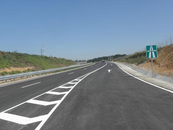 """Започва строителството на лот 2 от автомагистрала """"Струма"""" – участъка от Дупница до Благоевград. Както е известно, участъкът от лот 1 от Долна Диканя до Дупница – пътен възел """"Дупница […]"""