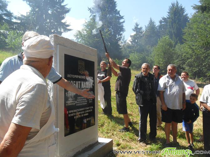 С откриването на паметник бе ознаменувана в неделя, на 4 август, традиционната мъжка среща на самоковци в м. Побит камик, край Сефер чешма. На самата паметна плоча са изписани три […]