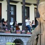 Чародеецът Теодосий Спасов свири на открито в града ни